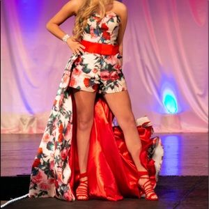 ❤️❤️Runway/Fun Fashion Mac Duggal size 6 ❤️❤️